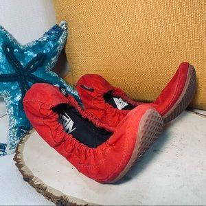 Vans CYDNEY Red Elastic Ballet Flats Sz 7 shoes